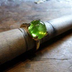Ring 750 Gelbgold mit Peridot Cabochon